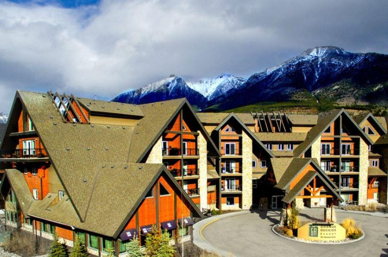 Grande Rockies Resort Exterior Day