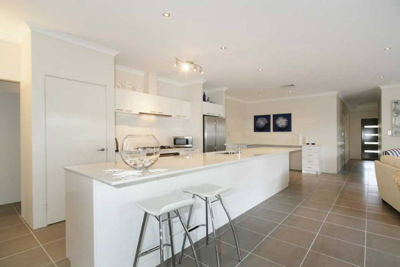Penguin (4 Bedroom House) by Shoalwater Executive Homes, vacation rental in Rockingham