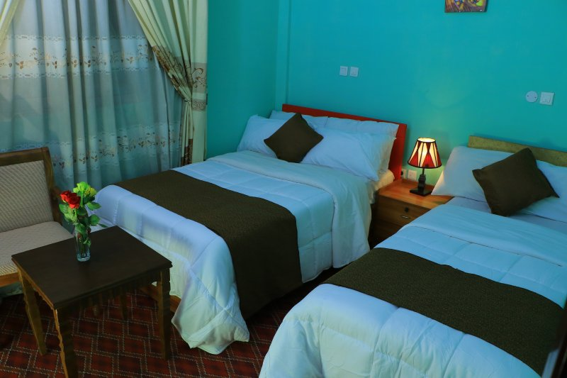 Keba Guest House and BnB four twin beds in two rooms with free Wi-Fi!, aluguéis de temporada em Addis Abeba