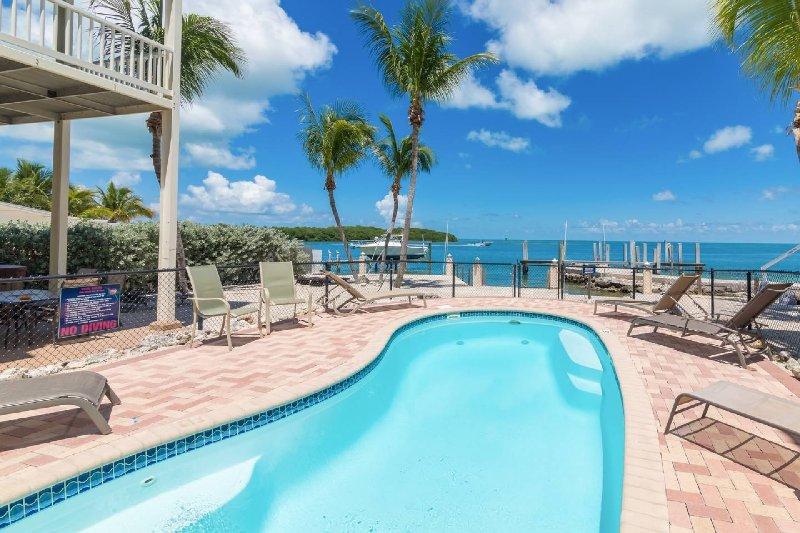LUXURY OCEAN FRONT w/PRIVATE ELEVATOR/BOAT DOCK, vacation rental in Marathon Shores