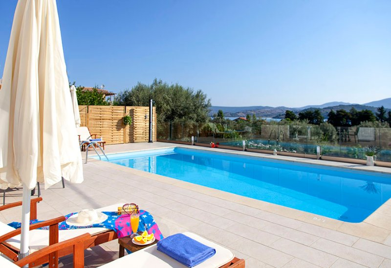 Villa Manos Ideal For Families In Lygia close to the Beach, holiday rental in Lygia