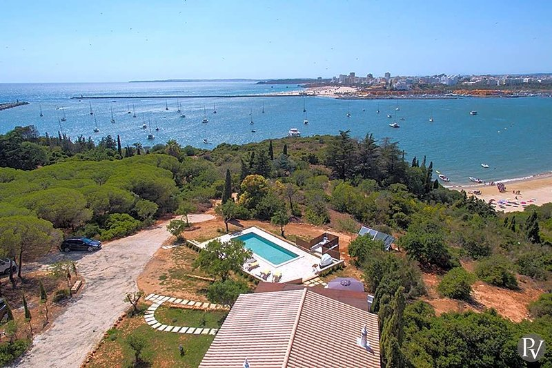 Ferragudo Villa Sleeps 6 with WiFi - 5481227, vacation rental in Ferragudo