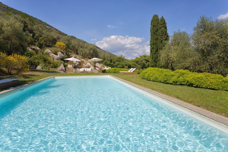San Lorenzo a Vaccoli Villa Sleeps 10 with Pool Air Con and WiFi - 5481156, vacation rental in San Lorenzo a Vaccoli