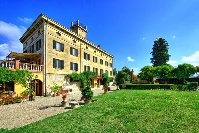 Molino del Sasso Villa Sleeps 17 with Pool - 5479271, vacation rental in Trestina