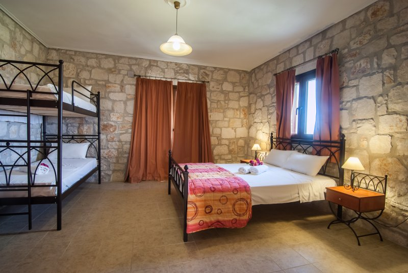 Meltemi FF 1 Bedroom Apartment First Floor, location de vacances à Ano Vasilikos