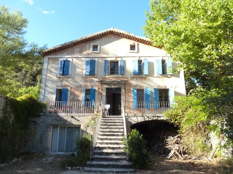 5 chambres Savoillan, holiday rental in Montauban-sur-l'Ouveze