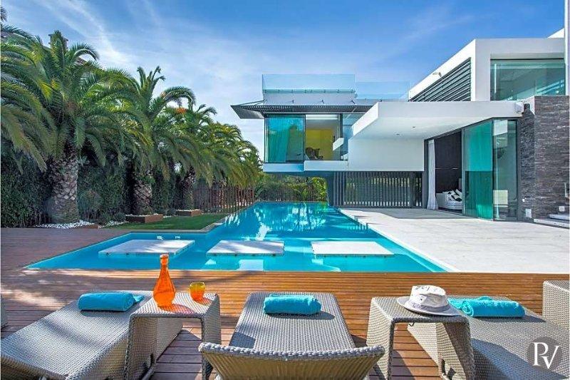 Quinta do Lago Villa Sleeps 8 with Pool and WiFi - 5433464, location de vacances à Vale do Garrao