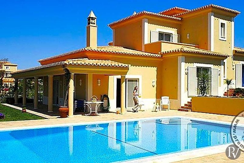 Estombar Villa Sleeps 4 with Pool and Air Con - 5433044, holiday rental in Estombar