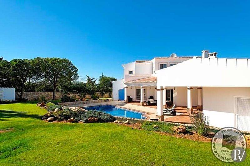 Alcalar Villa Sleeps 8 with Pool Air Con and WiFi - 5433029, vacation rental in Montes de Cima