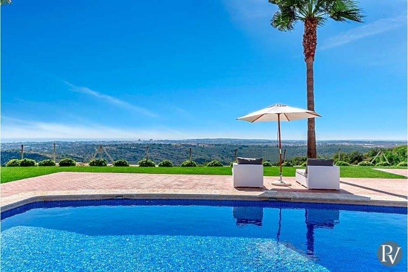 Malhadais Villa Sleeps 12 with Pool Air Con and WiFi - 5433265, location de vacances à Boliqueime