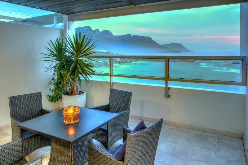 Clifton Apartment Sleeps 4 with Air Con - 5400301, location de vacances à Bantry Bay