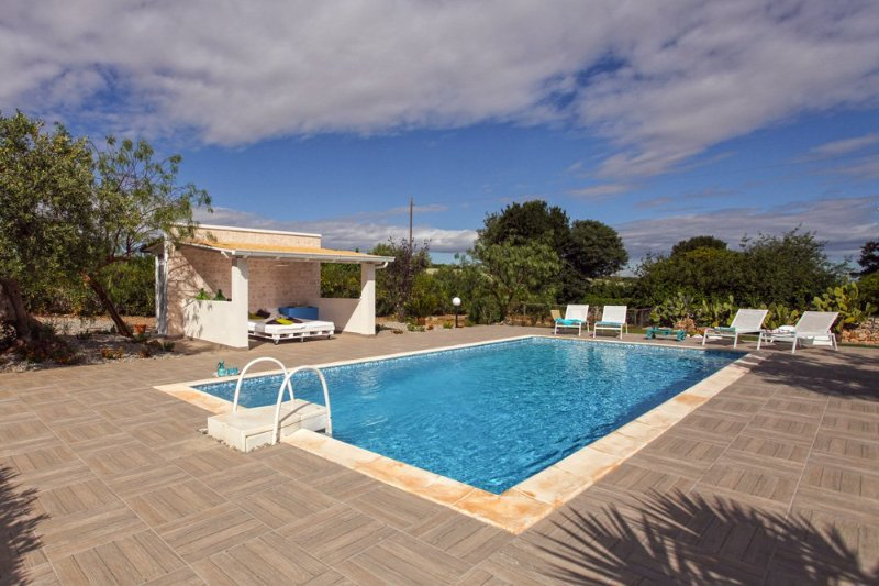 Marchione Villa Sleeps 7 with Pool and Air Con - 5364752, holiday rental in Scamardella