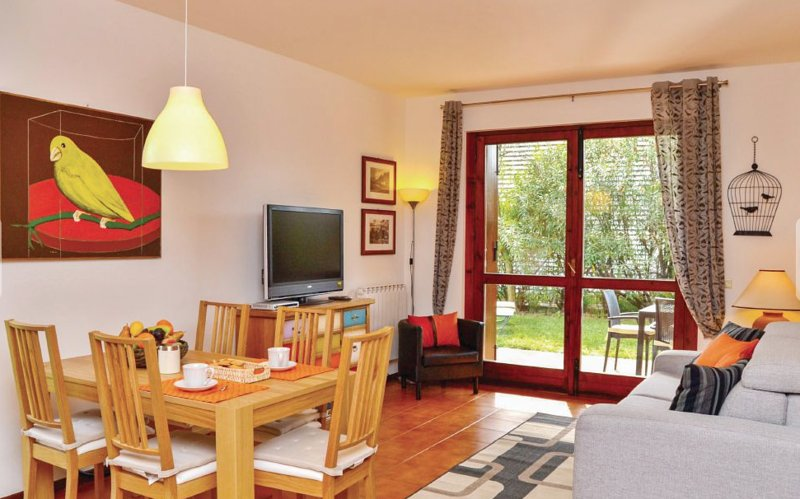 NEW CENTRAL APARTMENT + SWIMMING POOL, holiday rental in Villanuova sul Clisi