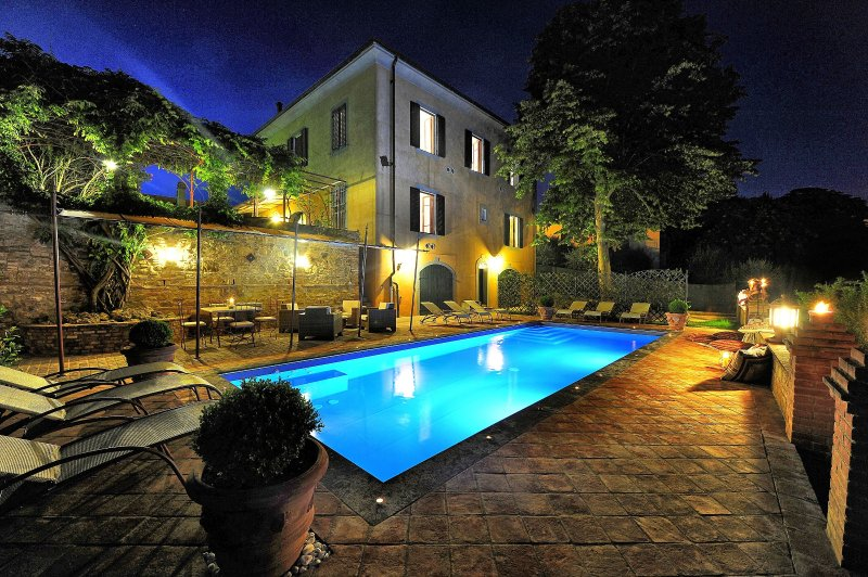 Fabbrica Villa Sleeps 13 with Pool Air Con and WiFi - 5241498, holiday rental in Fabbrica