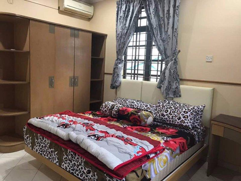 Single Bungalow Homestay Ipoh, holiday rental in Menglembu