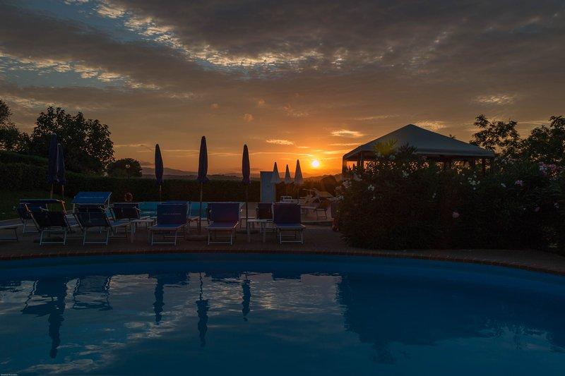 Country House:  Etrusco bilocale con piscina e SPA, holiday rental in Paciano