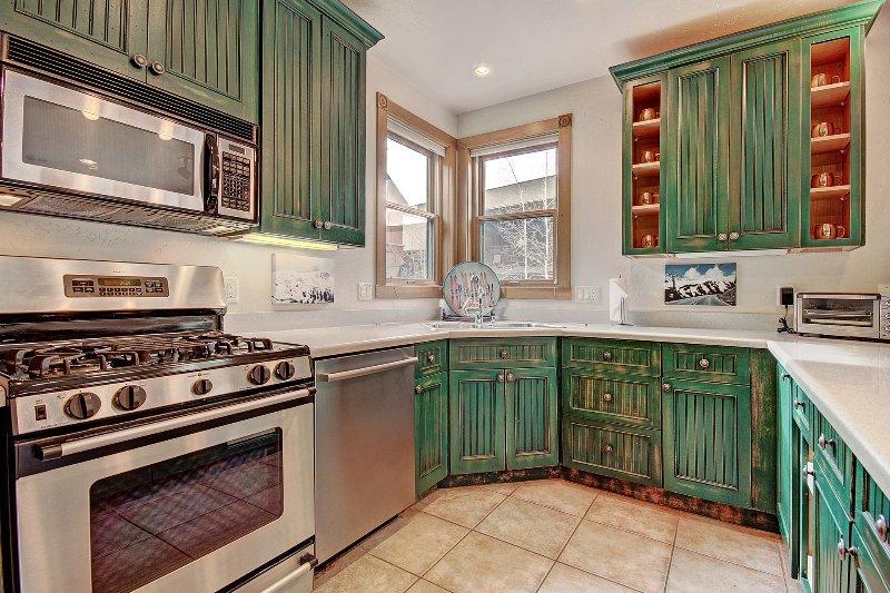 Küche - Geräumige Küche mit einzigartigem Schrank Details.