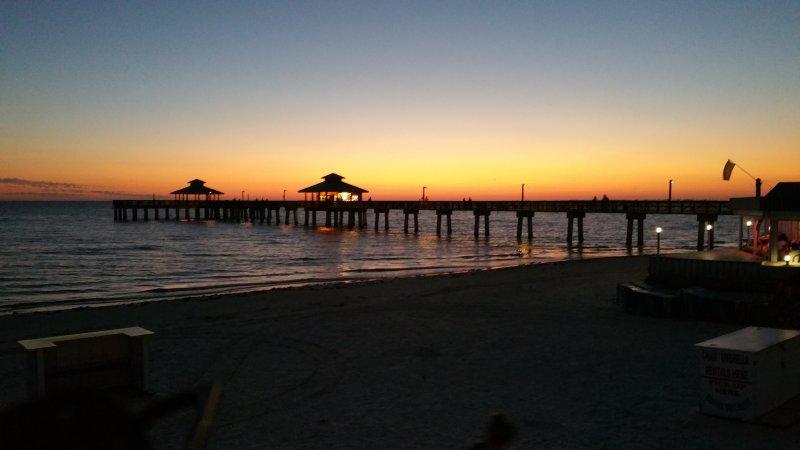 Fort Myers Beach Pier au coucher du soleil