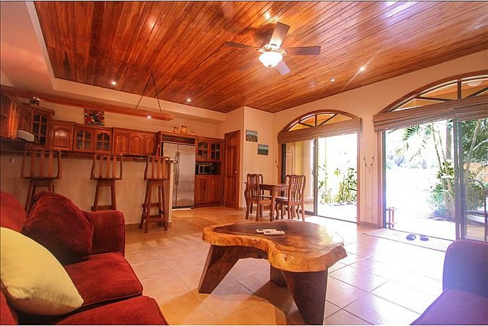 Blue Paradise 2 Bed Condo  6 minute scenic walk to  world famouns playa guiones, vacation rental in Playa Pelada