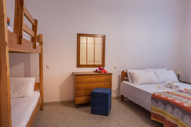 Zefyros Apartment, holiday rental in Vasilikos