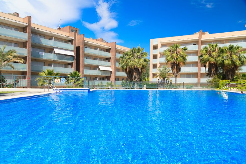 SPA AQQUARIA FAMILY COMPLEX 188: Luxury apartment with high standard community!, holiday rental in Tarragona