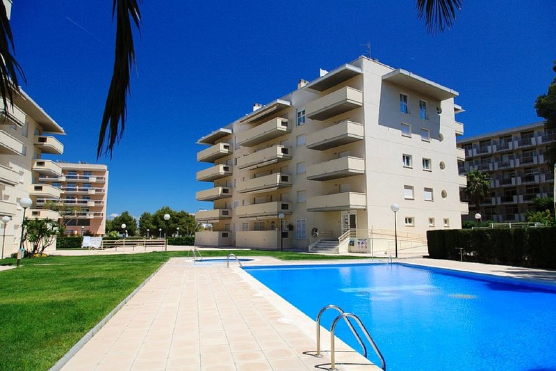 UHC AQUA 224: Lovely 3rd floor apartment, located near the beach of La Pineda !, holiday rental in Tarragona