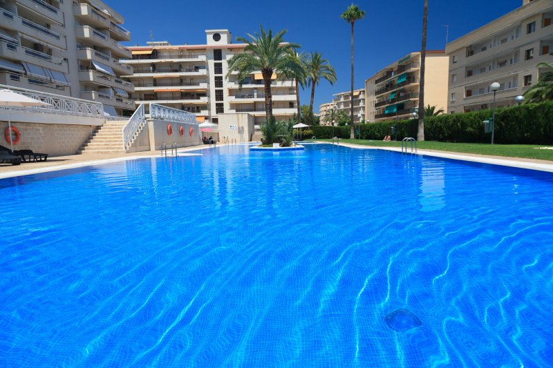 Apartamento con Piscina cerca de la Playa UHC AQUAMARINA 290, vacation rental in La Pineda