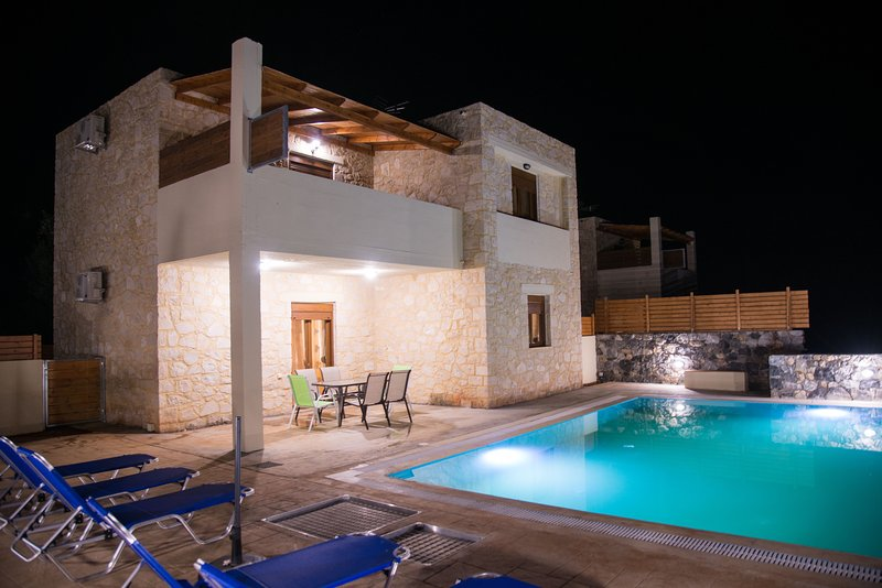 Emerald Uphoria villa, holiday rental in Axos