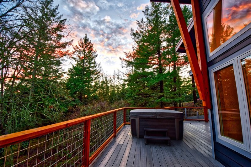 New NW Contemporary with Hot Tub, Pool Table close to Rosario & Moran St. Park, vacation rental in Orcas