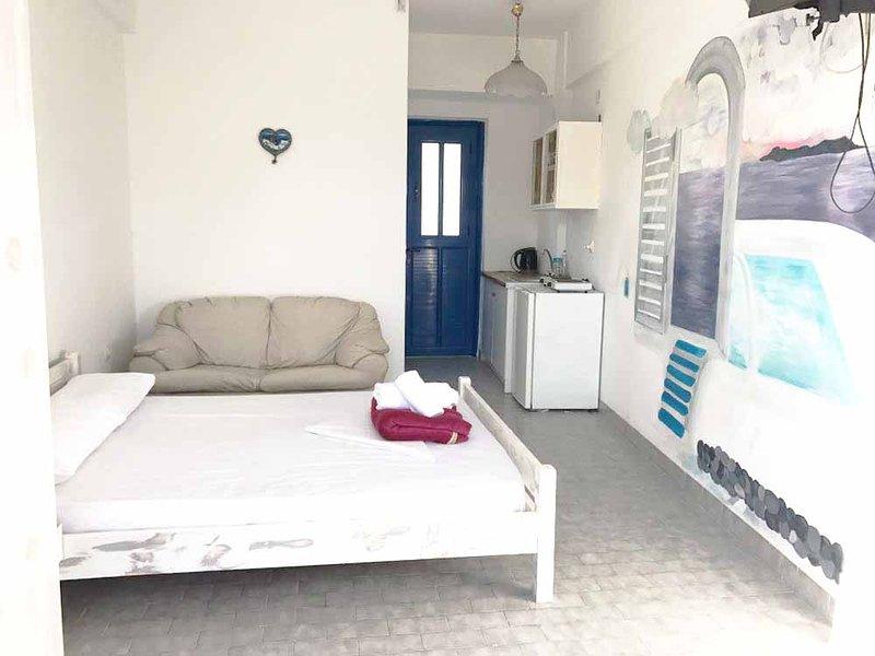 Traditional Studio with balcony- Perissa Beach, vacation rental in Perissa