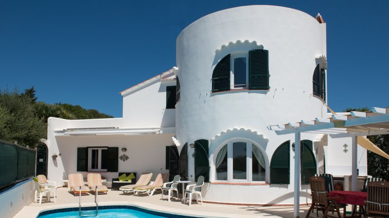 Villa Redonda. Muy tranquilo y terraza con piscina privada