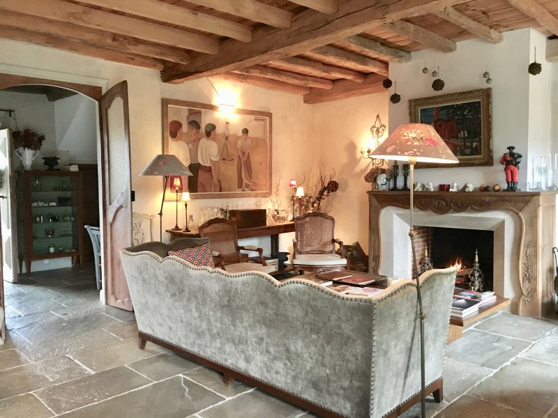 Biarritz à 10', belle propriété avec piscine, proche du golf d'Arcangues, holiday rental in Villefranque