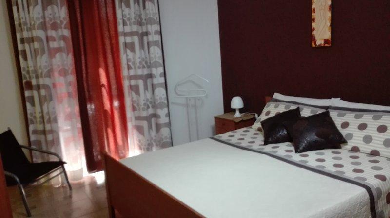 Planet rooms Bronte, ambiente moderno, casa vacanza a Maletto