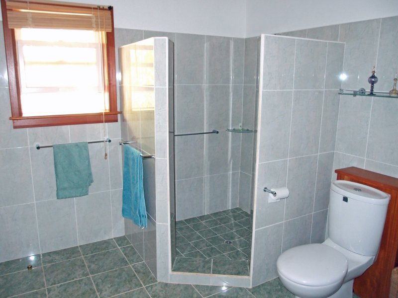 Good sized walk in shower and bathroom with bidet and twin vanity units for en-suite bedroom #1