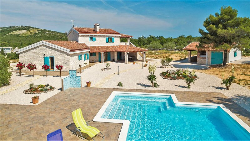 Villa Tovarovica and pool