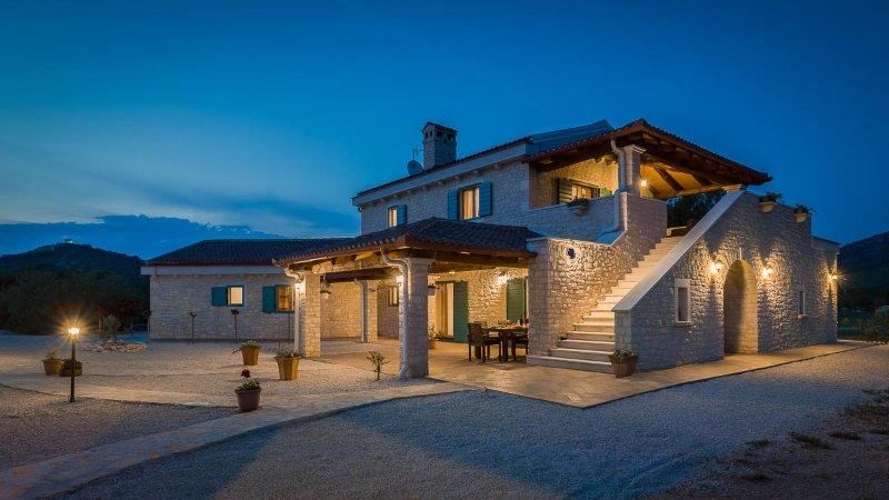 Villa Tovatovica au coucher du soleil