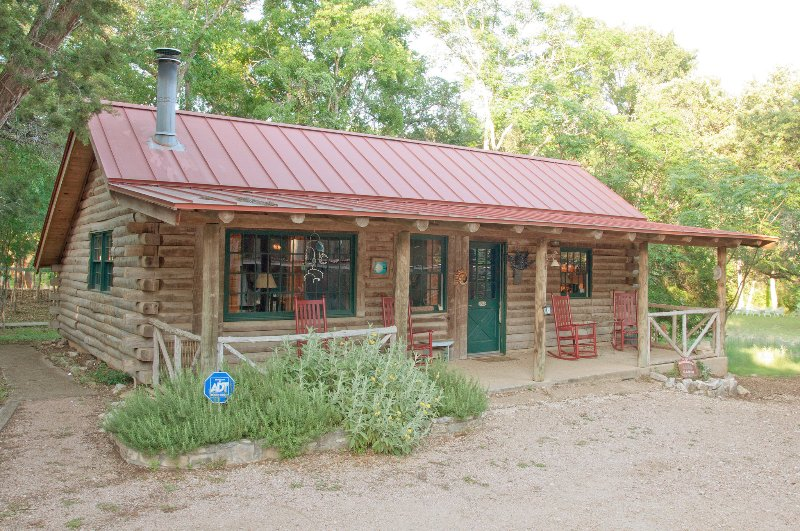 Abundance Retreat S Moondance Cabin Has Cable Satellite Tv