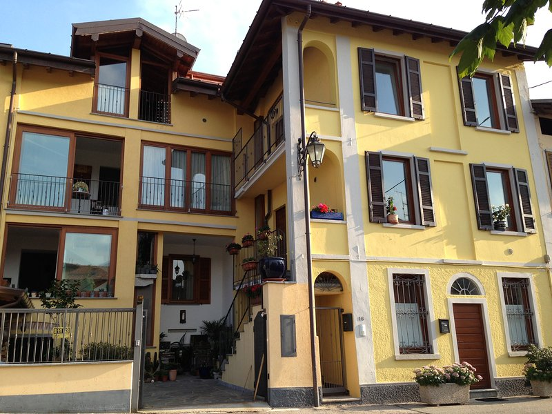 """My Little Italian Dream"" (1st & 2nd floor), vacation rental in Orino"