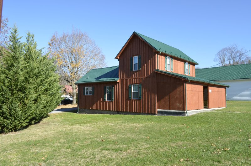River Trail Cabins The Lodge, holiday rental in Glade Spring