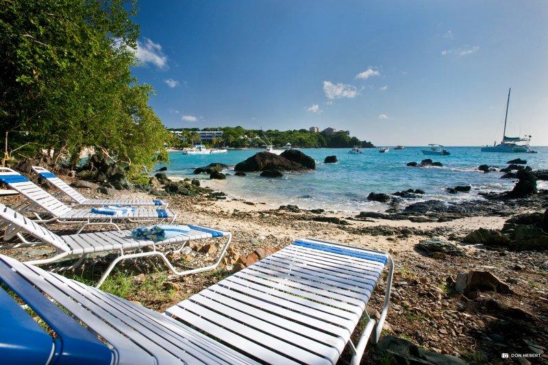 St-Thomas-azul-serenidad-beach_2x