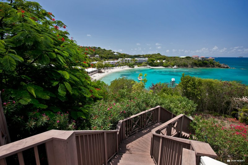 St-Thomas-azul-serenidad-playa-steps_2x