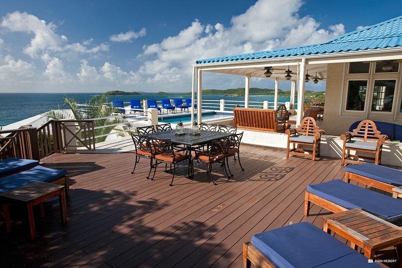 St-Thomas-azul-serenidad-piscina-deck3_2x
