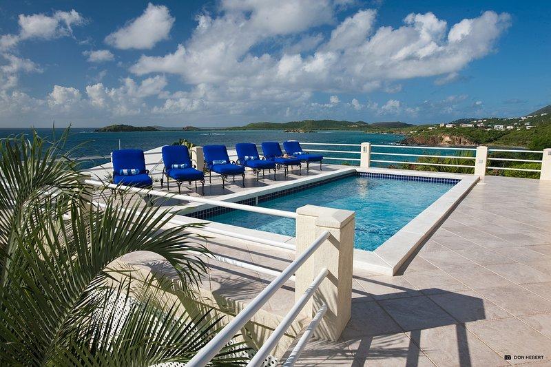 St-Thomas-azul-serenidad-piscina-deck2_2x