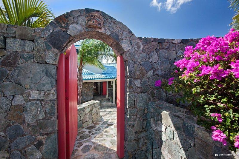 St-Thomas-azul-serenidad-entrance_2x
