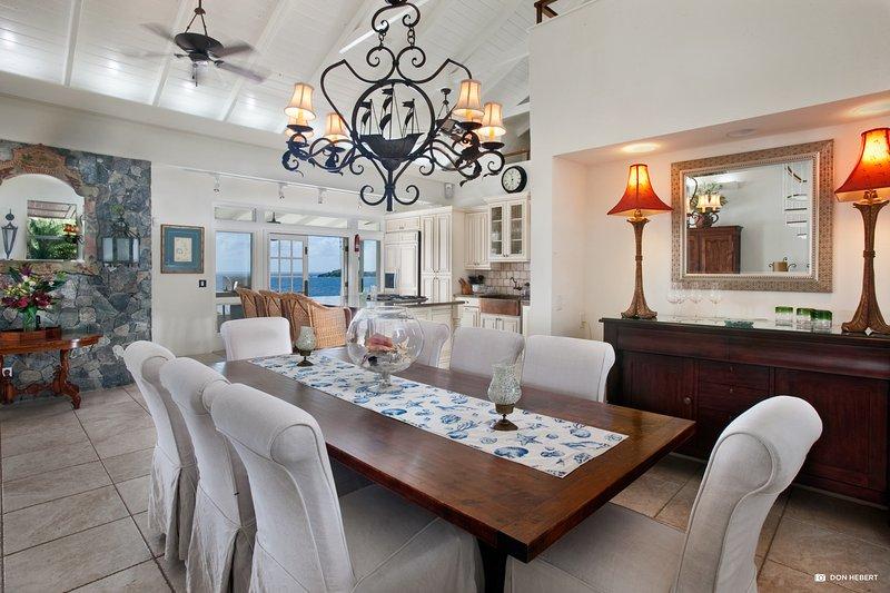 St-Thomas-azul-serenidad-dining_2x