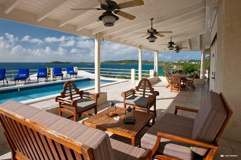 St-Thomas-azul-serenidad-piscina-deck4_2x