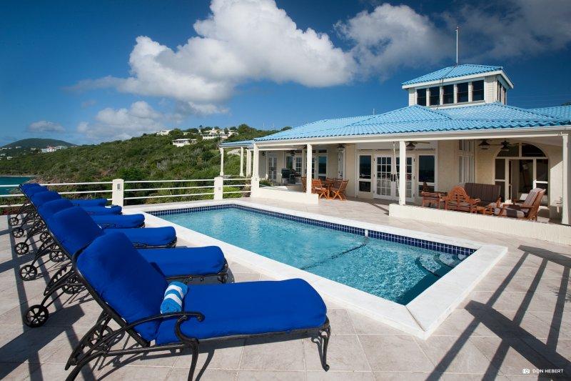 St-Thomas-azul-serenidad-piscina-deck5_2x