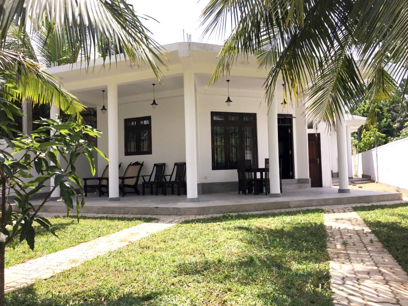 Avendra Holiday Inn-River Place Weligama, vacation rental in Makandura