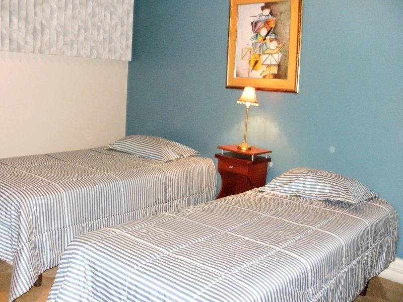 Bedroom: 2 twin beds. Sleeps 2