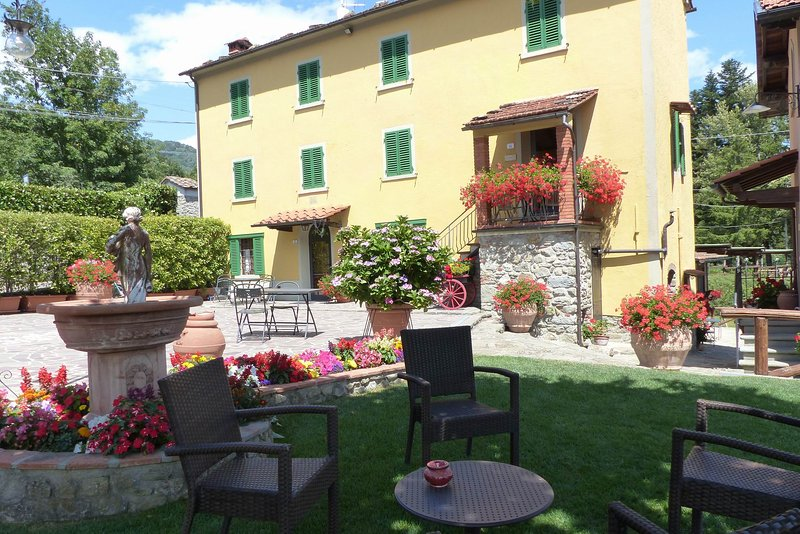 Torretta,hamlet lodging,swimming pool,Spa,children playground,quiet located, holiday rental in San Momme